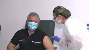 Presidente colombiano recibe la primera dosis de la vacuna contra la COVID-19