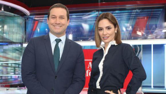 """René Gastelumendi y Mávila Huertas, presentadores de """"América Noticias: Edición Central"""". (Foto: América TV)"""