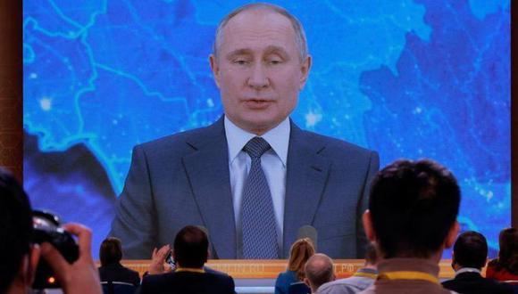 Periodistas asisten a la conferencia de prensa anual de fin de año del presidente ruso Vladimir Putin, celebrada en línea en modo de videoconferencia, en Moscú. (Foto: Reuters)