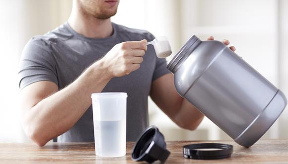 Tomar entre 20 y 30 gramos de proteína puede ser suficiente después de cada entrenamiento.