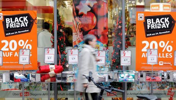 La autoridad recomienda a los usuarios realizar sus compras en sistemas de pago seguro o adquirir tarjetas para transacciones específicas a través de internet.
