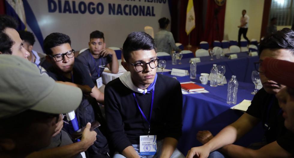 Imagen de archivo en la que se ve a Lesther Alemán en un reunión privada del movimiento estudiantil 19 de Abril, en Managua, el 18 de abril del 2018, el día que se llevó a cabo el Diálogo Nacional. AFP