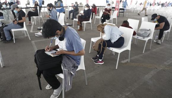 Actualmente la vacunación contra el coronavirus en Lima y Callao está en el rango de edad de 23 años a más. Foto: César Campos/@photo.gec