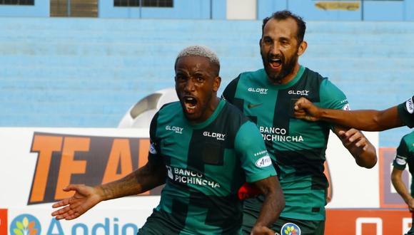 Barcos persigue a Jefferson Farfán tras el 1-0 de Alianza Lima contra Deportivo Municipal por la fecha 2 de la Fase 1 de la Liga 1. (Foto: Liga de Fútbol Profesional)