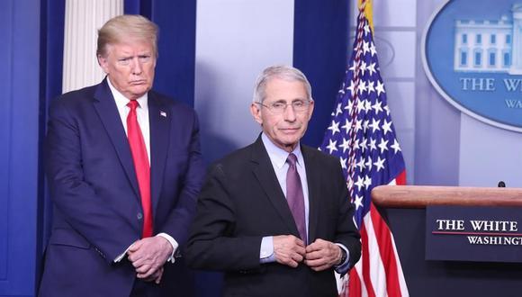 El presidente de Estados Unidos, Donald Trump, junto al principal epidemiólogo del país, Anthony Fauci. (EFE / EPA / MICHAEL REYNOLDS/Archivo).