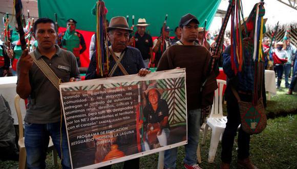 Indígenas sostienen un cartel con la fotografía de Sandra Liliana Peña Chocué gobernadora indígena asesinada en el municipio de Caldono, Cauca. (Foto: EFE/ Ernesto Guzmán Jr):
