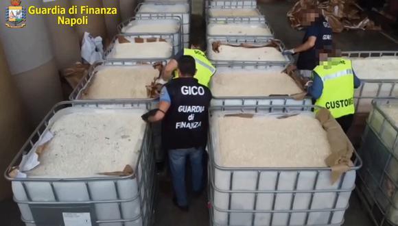 Esta foto tomada de un video por la sucursal de Nápoles de la agencia policial italiana Guardia di Finanza muestra la incautación récord de 14 toneladas de anfetaminas, en forma de 84 millones de tabletas de captagón producidas en Siria. (Handout / Guardia di Finanza Press Office / AFP)