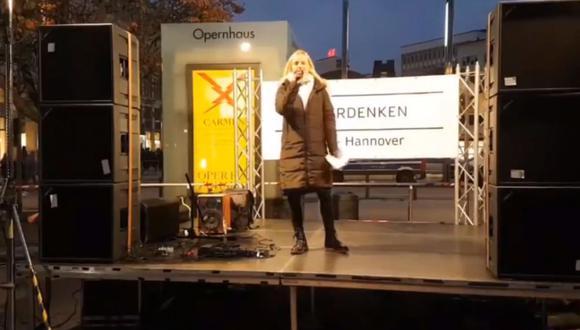 La negacionista del coronavirus pronunciaba un discurso en Hannover cuando se comparó con con Sophie Scholl, víctima del nazismo. (Captura de video).