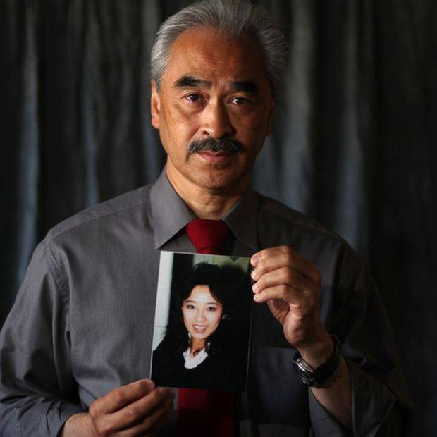 Harry Ong Jr. with a photo of his sister in 2011.  (Getty Images).