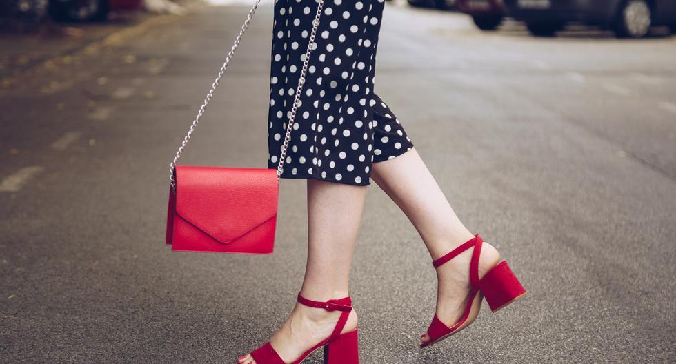 La temporada de verano se encuentra a la vuelta de la esquina. Toma nota de las tendencias en calzado que prometen acompañar tus looks en los días de sol. (Foto: Shutterstock)
