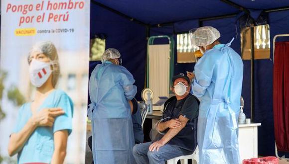 El martes 9 de febrero se inició el proceso de inmunización contra el COVID-19 en los principales centros de salud en la capital. (Foto: Minsa)