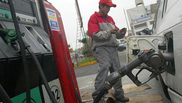 Los precios de los combustibles registraron un alza de entre 0.1% y2.4% en octubre, según datos del INEI. (Foto: El Comercio)