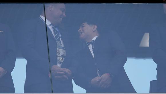 Copa Confederaciones: Maradona y Ronaldo se reencontraron en Rusia. (Foto: AFP)