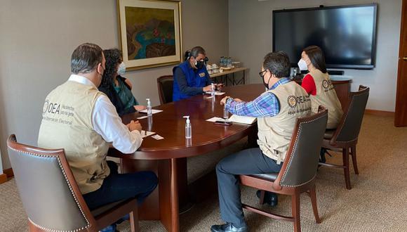 La misión de la OEA sostuvo un encuentro con los integrantes de Transparencia (Foto: @OEA_oficial)