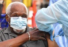 Autoridades de EE.UU. anuncian que los vacunados contra el coronavirus pueden reunirse sin mascarilla
