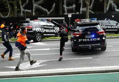 Policía de Australia dispara para dispersar violenta protesta de antivacunas en Melbourne | FOTOS
