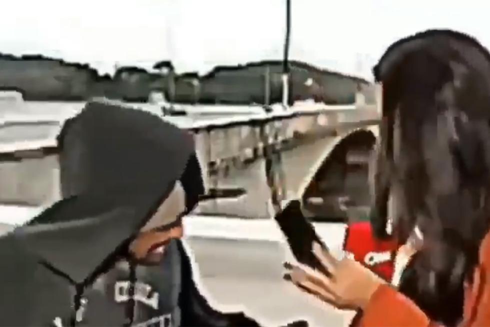 El hombre interrumpió la transmisión en vivo y amenazó con acuchillar a la reportera Bruna Macedo. | Foto: CNN Brasil