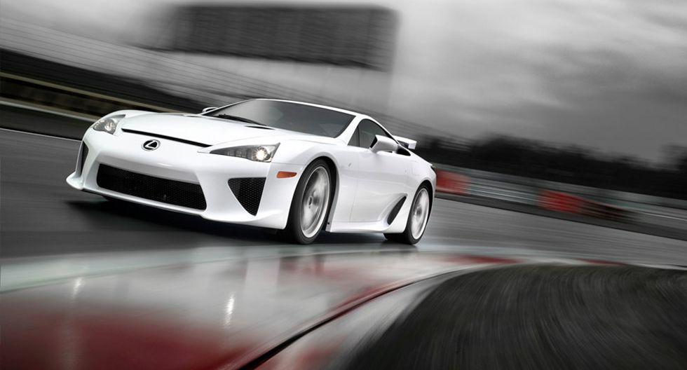 La fibra de carbono también se luce en distintos materiales de Lexus LFA con el objetivo de convertirlo en un vehículo ligero.
