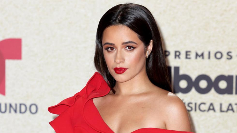 Premios Billboard de la Música Latina 2021. Camila Cabello en la alfombra roja de la gala. Foto: Alexander Tamargo/Telemundo.