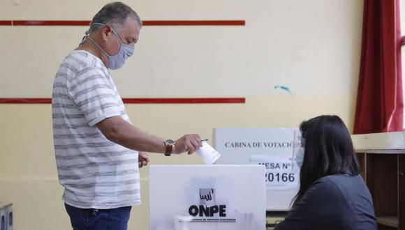 El jefe de la ONPE, Piero Corvetto, estimó que el escrutinio de votos en cada mesa estaría terminando entre las 9 p.m. y 10 p.m. Foto: Andina.