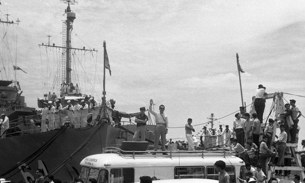"""Periodistas cubriendo la llegada del crucero """"Almirante Grau"""" al puerto del Callao , el 31 de enero de 1960 (Foto: Archivo Histórico El Comercio)"""