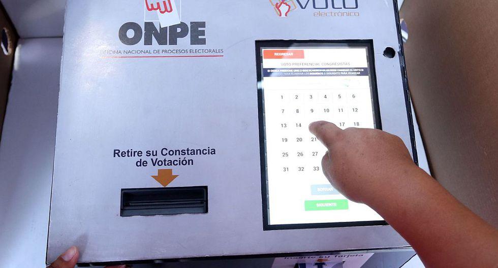 En la máquina de voto electrónico, se podrá seleccionar, primero, el partido, y luego el número del candidato preferencial. (Foto: Andina)