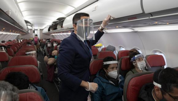 MTC fijó el uso de protectores faciales en vuelos internacionales. (Foto: Archivo)