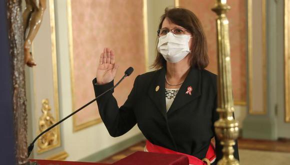 Mazzetti criticó el sistema burocrático del sector Salud, el cual ha ocasionado que en algunas ocasiones se pierdan vidas. Por ello, pidió al personal a seguir trabajando de manera sostenida. (Foto: Presidencia Perú)