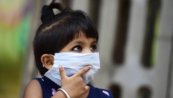 En comparación con los adultos, hay menos niños enfermos gravemente de COVID-1I. (Foto: SANJAY KANOJIA / AFP)