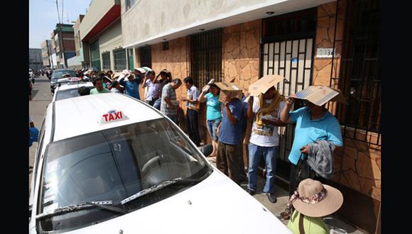 Taxistas invaden vías alrededor del local del Setame