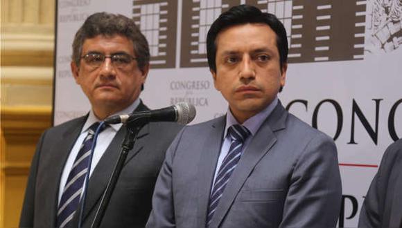 Los congresistas Juan Sheput y Gilbert Violeta cuestionaron que se haya dictado prisión preventiva por 36 meses contra Pedro Pablo Kuczynski. (Foto: Congreso)