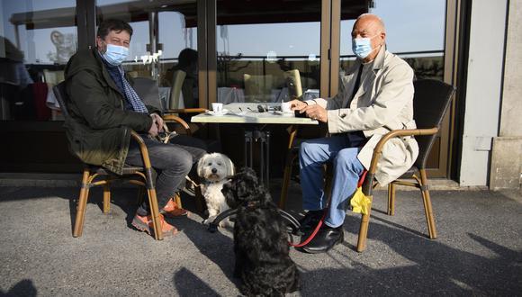 Hace unos días, en Suiza se permitió que algunos restaurantes operaran en sus terrazas. EFE