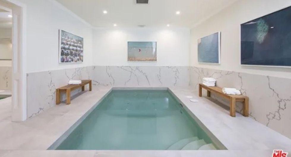 En la planta baja, hay una experiencia de spa completa, con piscina cubierta, sauna y sala de vapor. (Foto: The MLS)