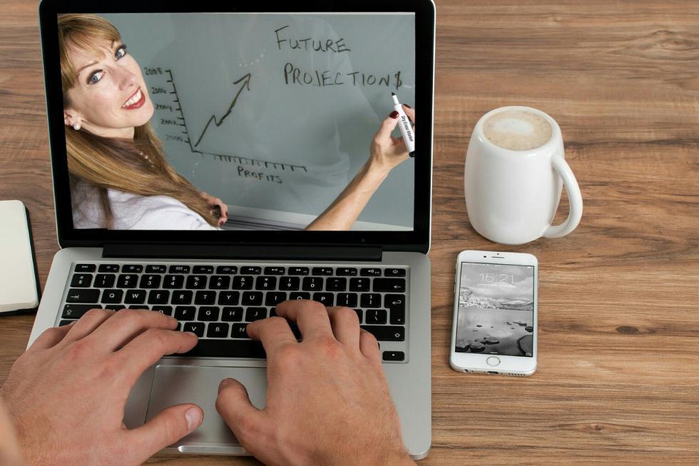 """El teletrabajo es una gran herramienta que nos permite trabajar desde nuestros hogares pero a veces las personas se pueden sentir """"demasiado"""" cómodas. (Foto: Pixabay/Referencial)"""