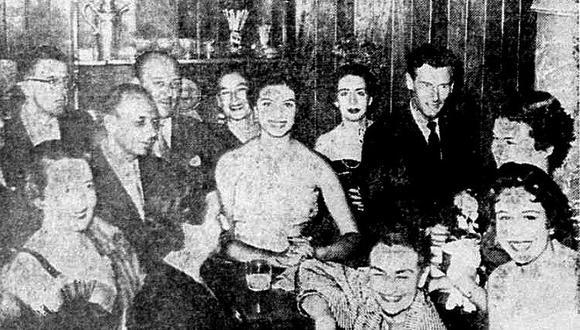 La amistad entre Gladys Zender, nuestra Miss Universo 1957, y el coronel, héroe aviador de la RAF, y ex novio de la princesa Margarita de Inglaterra, se evidenció en un viaje a Arequipa donde coincidieron. La prensa especuló, pero no hubo nada más que simpatía y cortesía entre ellos.  (Foto: GEC Archivo Histórico)