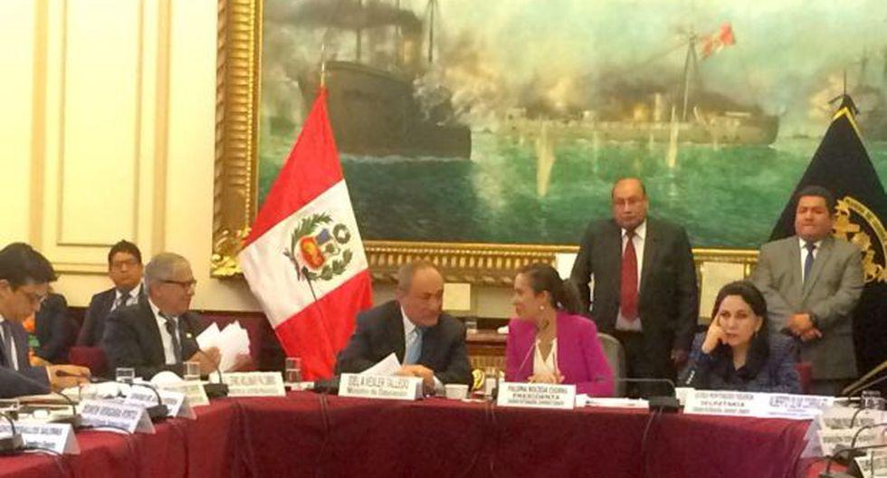 El ministro de Educación expone los lineamientos del sector ante el grupo parlamentario de dicho sector (Foto: Lourdes Fernández)