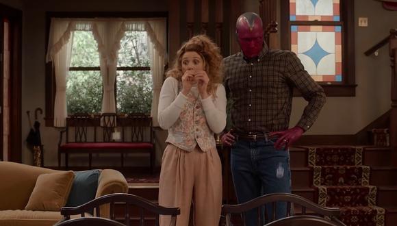 Elizabeth Olsen y Paul Bettany protagonizan esta serie que se presta del género del 'sitcom'. (Foto: Disney+).