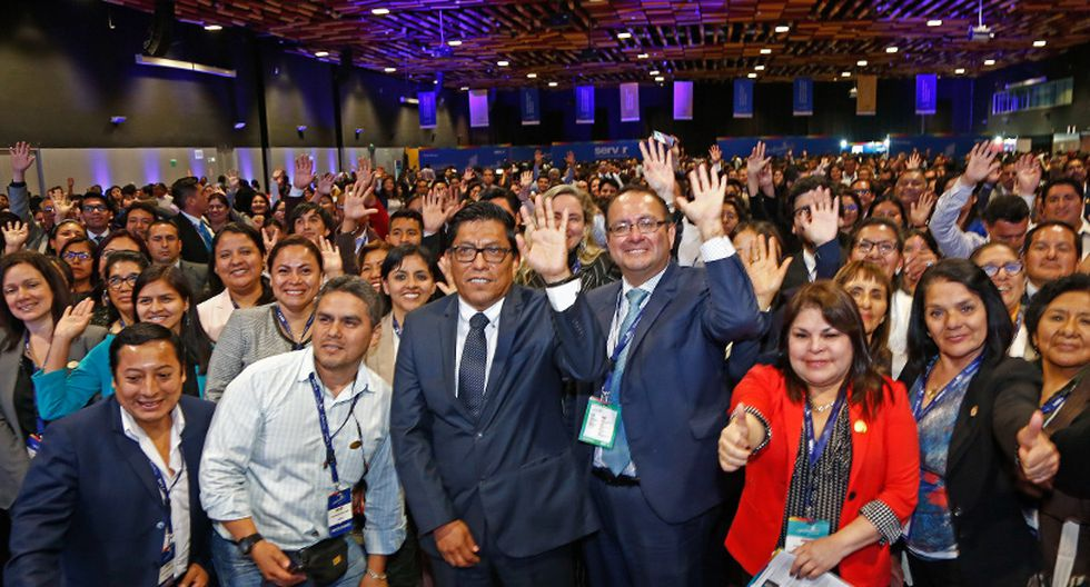 """""""Estamos comprometidos con ordenar la administración pública y se verá en la Ley Servir"""", indicó Vicente Zeballos en la clausura del congreso internacional GestionaRH."""