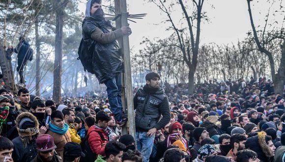 Más de 10.000 migrantes han intentado cruzar la frontera desde que Turquía dijera el jueves pasado que ya no cumpliría el acuerdo del 2016 con la Unión Europea para detener los flujos de migración ilegal hacia Europa a cambio de miles de millones de euros en ayuda. (Foto: Getty Images)