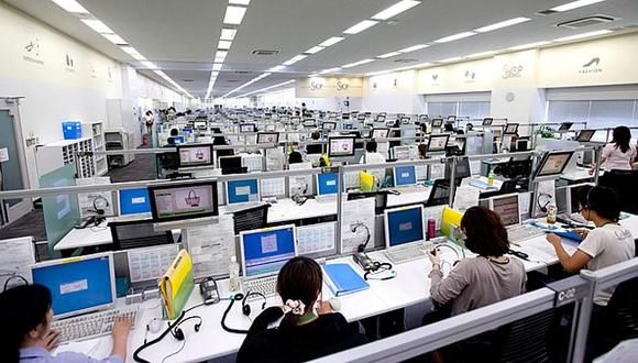 En el país los Call Center emplean de forma habitual a más de 50 mil personas. En la emergencia esto se ha reducido considerablemente, llegando a operar solo un cuarto de la masa crítica.