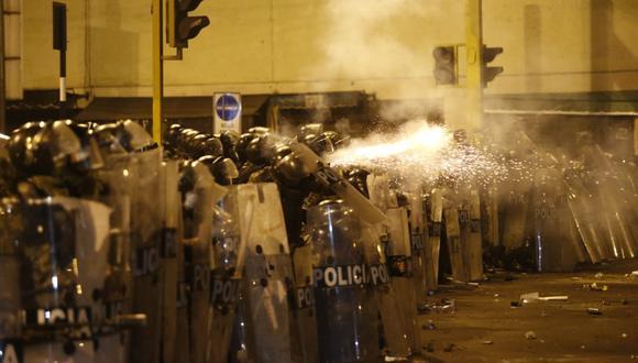 Al menos cuatro personas presentes en la manifestación del jueves 12 de noviembre en el Centro de Lima recibieron el impacto de canicas en su cuerpo como si fueran balas. Foto: GEC