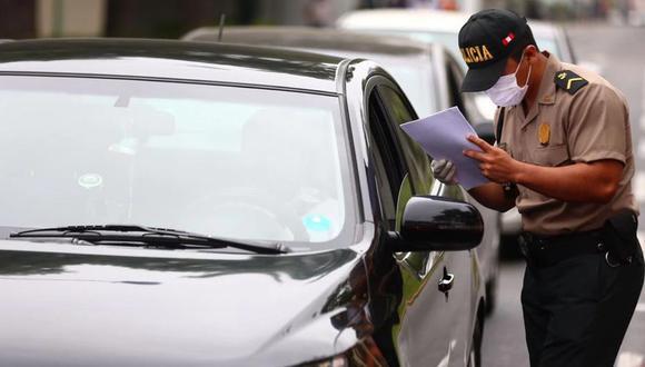 Todos los conductores deben presentar sus documentos. (Foto: HugoCurotto/GEC)