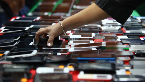 La medida busca dejar fuera de circulación los teléfonos robados y combatir el comercio ilegal de estos dispositivos. (Foto: Archivo El Comercio)