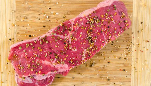 La carne es ideal para preparar una parrilla o un guisado, pero antes debe estar bien descongelada. (Foto: Pexels)