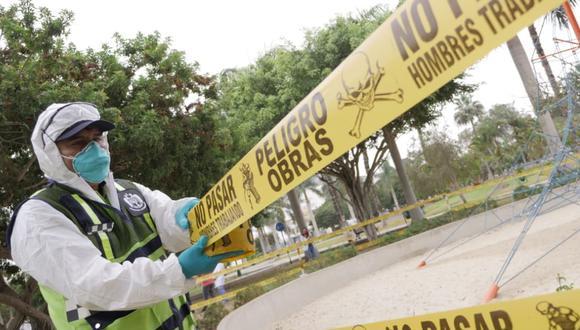 Personal de San Isidro cercó los juegos infantiles para impedir contagios de COVID-19. (Difusión)