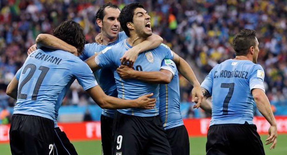 Uruguay venció 2-1 a Inglaterra con doblete de Luis Suárez