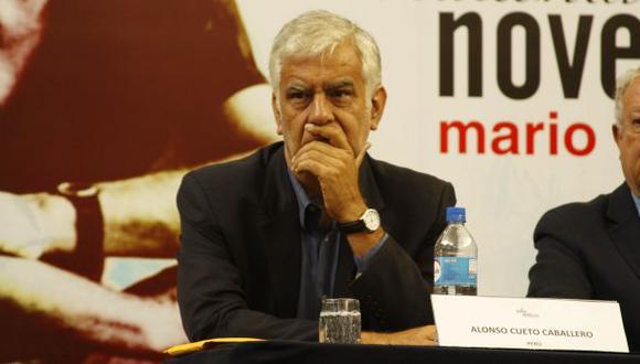 """Alonso Cueto presentará en julio novela """"La viajera del viento"""""""