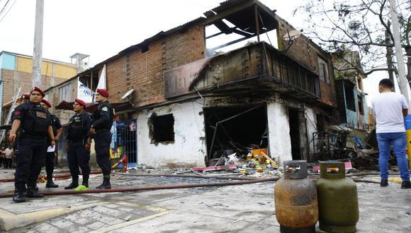 Explosión de camión cisterna en Villa El Salvador provocó incendio de tres viviendas. (Foto: Allen Quintana)