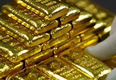 Oro opera débil mientras inversores esperan pistas de reunión de la Fed
