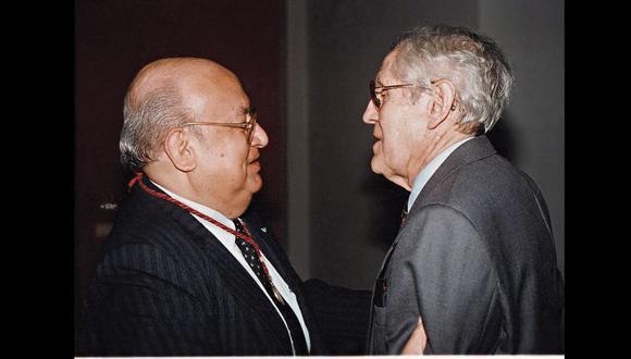 López Martínez y FMQC durante la incorporación del primero a la Academia Nacional de Historia en 1995.